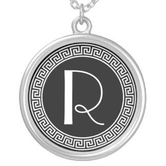 Monogram för greknyckeldesign silverpläterat halsband