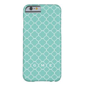 Monogram för kricka 3 för blått för Quatrefoil Barely There iPhone 6 Skal