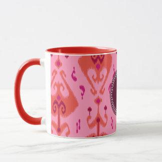 Monogram för mönster för flickaktigt rosa ikat för mugg