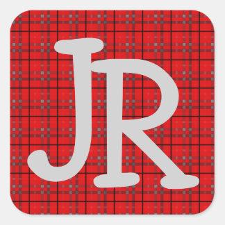 Monogram för rött för grått för plädmönster fyrkantigt klistermärke