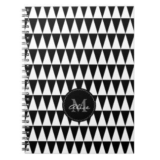 Monogram på triangelmönster anteckningsbok med spiral