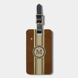 monogram som identifierar en brun resväska. bagagebricka