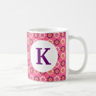 Monogramanpassningsbar skrivev ut nätt blommor för kaffemugg