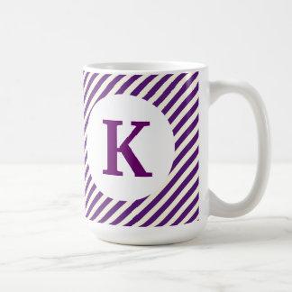 Monogramanpassningsbar skrivev ut purpurfärgade kaffemugg