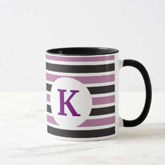 Monogramanpassningsbar skrivev ut purpurfärgade mugg