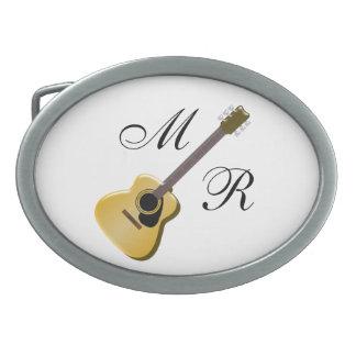Monogrammed akustisk gitarr