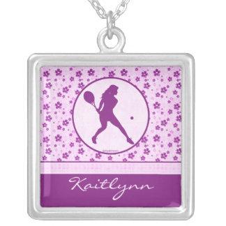 Monogrammed flicka blommigt för hjärta för tennis silverpläterat halsband