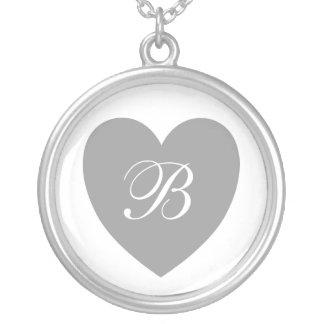 Monogrammed halsband för silverhjärta
