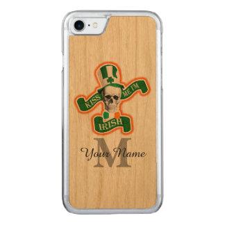 Monogrammed rolig irländsk skalle carved iPhone 7 skal