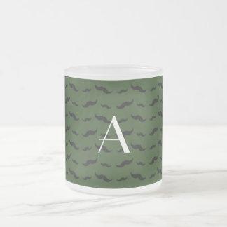 Mönster för mustasch för Monogramskoggrönt Kaffe Kopp