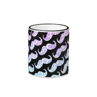Mönster för mustasch för roliga rosablått blom- ringer mugg