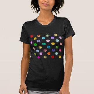 Mönster för regnbågemultifärgadsmiley face tee shirt