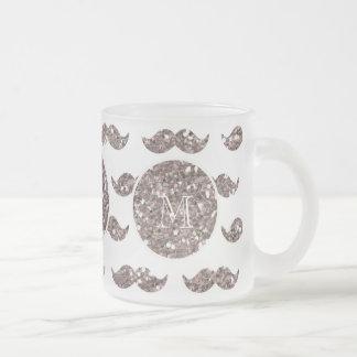 Mönster för Taupeglittermustasch din Monogram Frostad Glas Mugg
