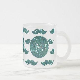 Mönster för turkosglittermustasch din Monogram Frostad Glas Mugg
