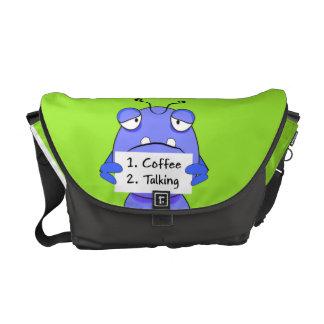 Monster morgonkaffe undertecknar kurir väskor