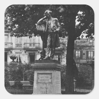 Monument som tyranniserar Berlioz Fyrkantigt Klistermärke