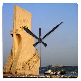 Monument till upptäckterna, Lisbon, Portugal Fyrkantig Klocka