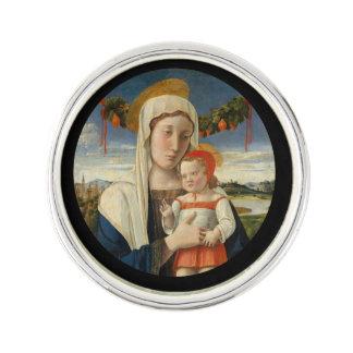 Mor och barn under girland rockslagsnål