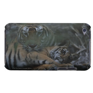 MorBengal tiger med ungen iPod Touch Case-Mate Skydd