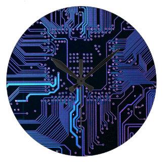 Mörk - blått och lilor som den kalla datoren går stor klocka