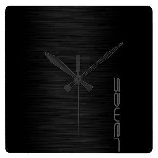 mörk elegant perforerad metallpersonlig vid namn fyrkantig klocka