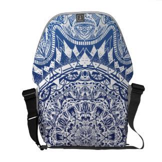 Mörk - mönster för blåttlutningMandala Messenger Bag