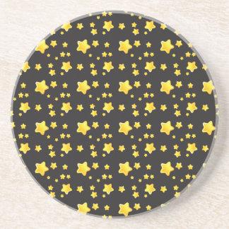 Mörk natthimmel med stjärnamönster underlägg sandsten