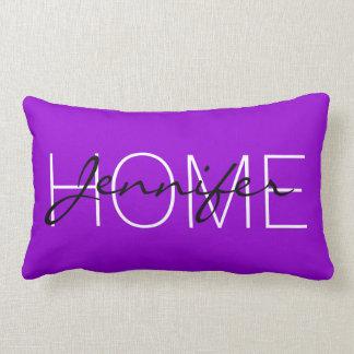 Mörk violett färghemmonogram lumbarkudde