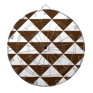 Mörka choklad- och vittrianglar darttavla