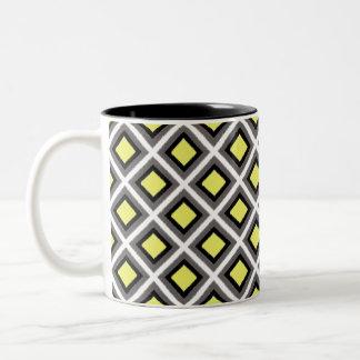 Mörka grå färg, svart, gula Ikat diamanter Två-Tonad Mugg