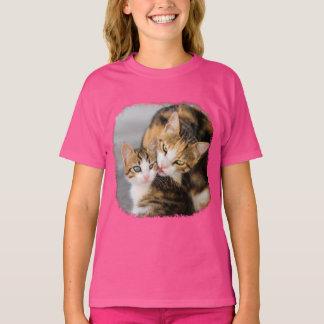 Morkatten älskar det gulliga kattungefotoet - rosa t shirt