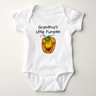 Mormor lite pumpaT-tröja och gåvor T Shirts