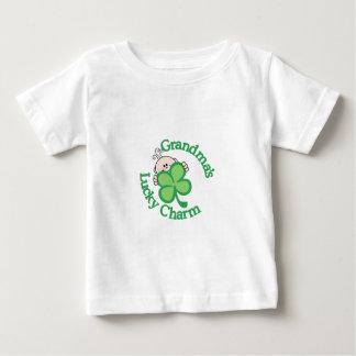 Mormor lyckliga berlock tee shirts