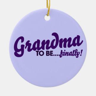 Mormor som slutligen är julgransprydnad keramik