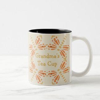 """""""Mormor Teakopp"""", orange & solbrännasländor Två-Tonad Mugg"""
