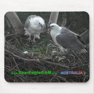 Morsa & pappa som beundrar den äggMousepad vågrät  Musmatta