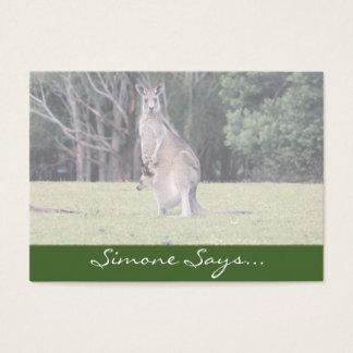 Morsakänguru med babyen som är känguruunge i henne visitkort