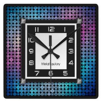 Mosaik- och metallväggen tar tid på fyrkantig klocka