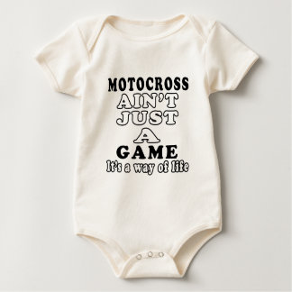 Motocrossen är inte precis en lek som det är en bodies för bebisar