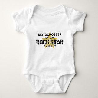 Motocrosser rockstjärna vid natt t-shirts