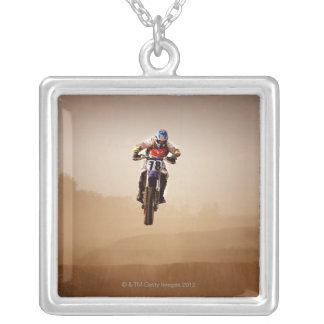 Motocrossryttare Halsband Med Fyrkantigt Hängsmycke
