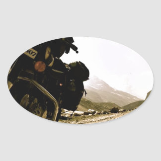 Motorcycling i Ladakh Ovalt Klistermärke