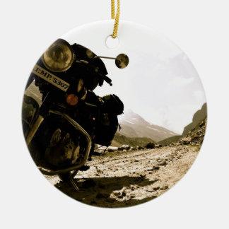 Motorcycling i Ladakh Rund Julgransprydnad I Keramik