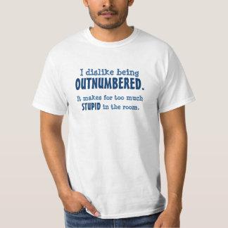 Motvilja som är outnumbereds tee shirts