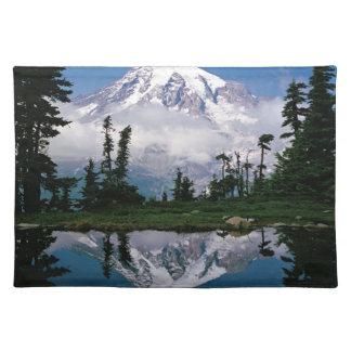 Mount Rainier relected i ett berg tarn Bordstablett