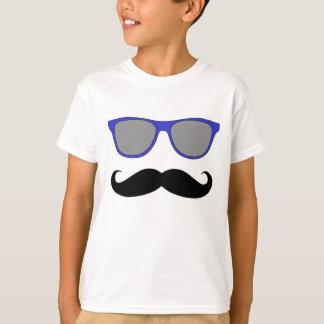 Moustache- och blåttsolglasögonhumor tee shirts