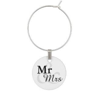 Mr&Mrs enkelt elegantt typografibröllop Berlock Vinglas