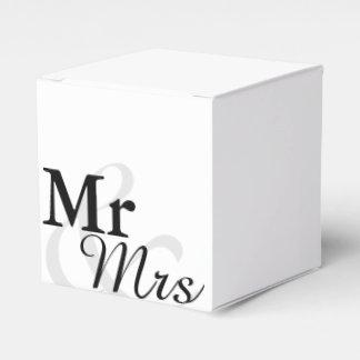 Mr&Mrs enkelt elegantt typografibröllop Presentaskar
