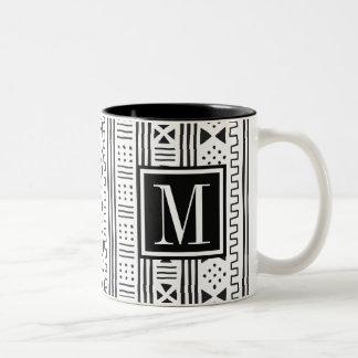 Mudprint inspirerade monogramen Två-Tonad mugg