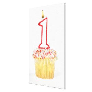Muffin med ett numrerat födelsedagstearinljus 10 sträckta kanvas tryck
